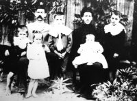 photo-otis and ella (giles) jones family.jpg